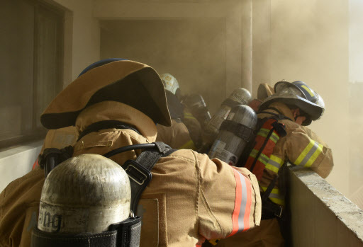 Firefighters try to put out a fire in a building in central Seoul. (Yonhap)