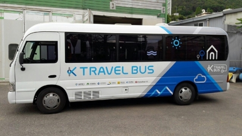 This photo, released by the Seoul metropolitan government on June 4, 2017, shows an inter-city bus being used for tour packages exclusively for foreign travelers. (Yonhap)
