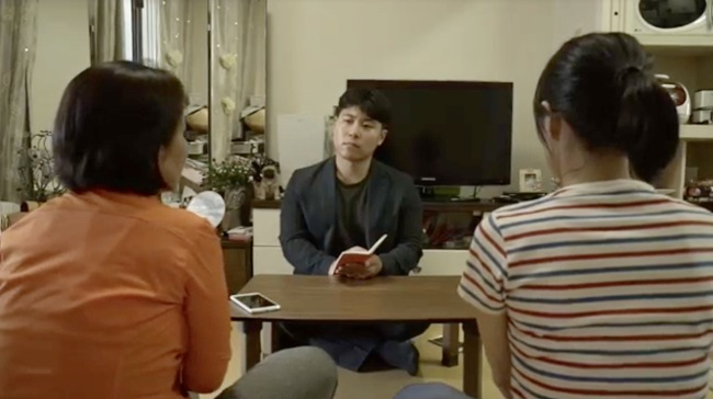 Two North Korean defectors have managed to send money to theirelder sister and relatives in the North for the past decade talk about challenges in an exclusive interview with The Korea Herald correspondent Bak Se-hwan (center). (Kim So-yeon/ The Korea Herald)