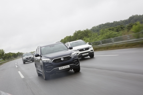 In this photo taken on June 7, 2017, SsangYong Motor`s G4 Rexton SUVs drive along a motorway during a media test-drive event. (Yonhap)