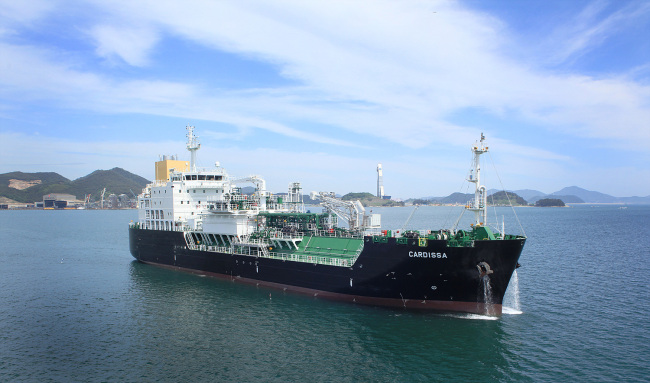 STX'S NEW SHIP -- STX Offshore & Shipbuilding has successfully constructed a new liquefied natural gas bunkering vessel 6,500 square meters large, the company said. The ship had been ordered by global energy and petrochemical company Shell in 2014. (Yonhap)