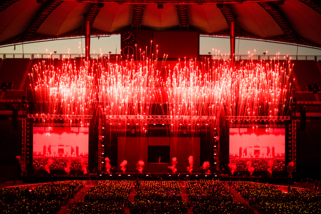 G-Dragon's concert at Sangam World Cup Stadium in Seoul on Saturday. (YG Entertainment)