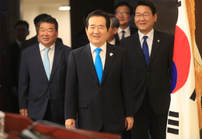 National Assembly Speaker Chung Sye-kyun walks into a briefing room at the legislature to speak to reporters on Tuesday. (Yonhap)