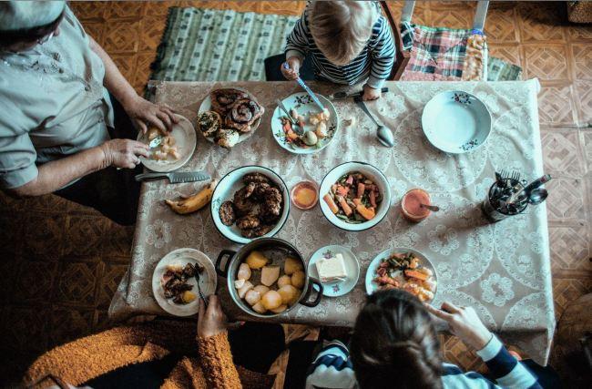 An Estonian family lunch (Iris Kivisalu)