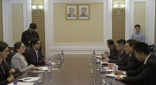 Catalina Devandas-Aguilar (2nd from L), U.N. special rapporteur on the Rights of Persons with Disabilities, meets with North Korean Foreign Ministry Ambassador for Human Rights Ri Hung-sik (2nd from R) in Pyongyang on May 3, 2017. (AP-Yonhap)