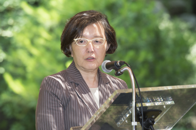 Ewha Womans University president Kim Hei-sook, 61, makes a speech at a press conference held at the school in the morning, 15 June, 2017. (Photo courtesy of Ewha)