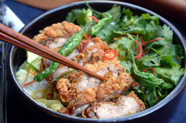 Plenty of cilantro and a dressing crafted with fish sauce give owner Song's take on his popular Chinese fried chicken dish a fragrant umami kick. (Park Hyun--koo/The Korea Herald)