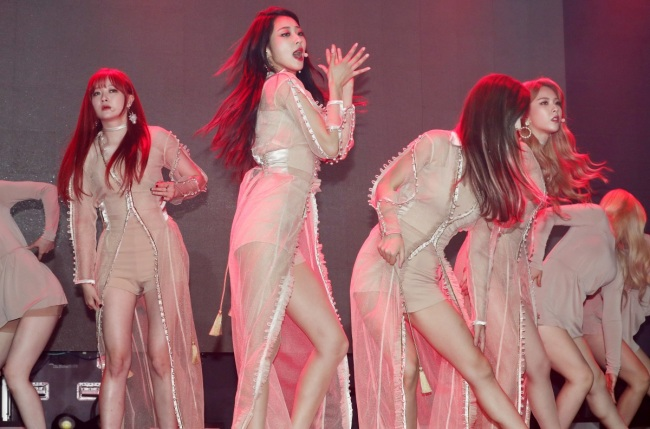"The four members of Nine Muses perform ""Remember,"" the lead track of the group's new EP ""Muses Diary Part2: Identity"" at a press showcase in Seoul on Monday. (Yonhap)"
