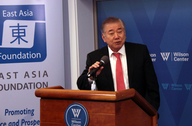Moon Chung-in, presidential adviser on unification, speaks at a seminar in Washington on Friday. (Yonhap)