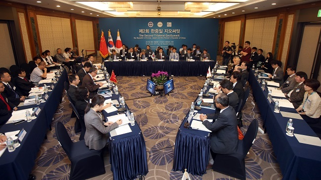 Geological experts from South Korea, China and Japan attend the Trilateral GeoSummit meeting in Jeju on South Korea`s largest island of the same name on June 20, 2017. (Yonhap)