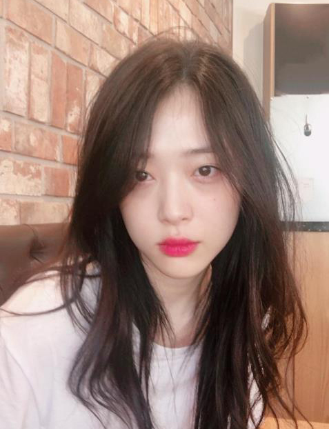 Korean actress, singer and model Choi Jin-ri, better known by her stage name Sulli (Sulli Instagram)