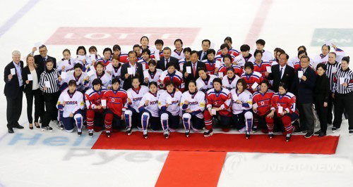 In this file photo, taken on April 7, 2017, players from both South Korea and North Korea pose for group pictures after their game at the International Ice Hockey Federation Women`s World Championship Division II Group A tournament at Gangneung Ice Arena in Gangneung, Gangwon Province. (Yonhap)