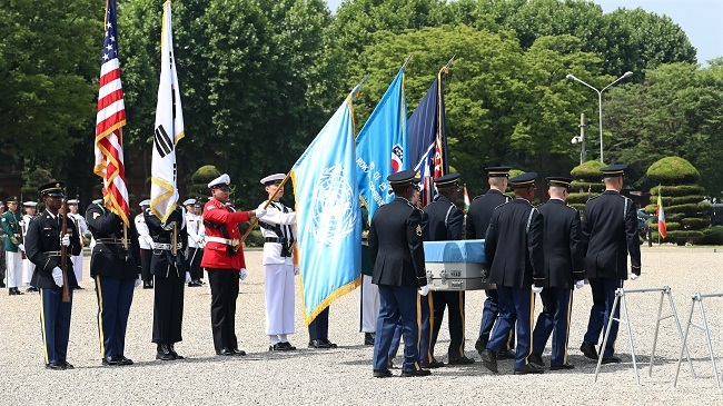 The remains of a United Nations Command soldier killed during the 1950-53 Korean War is repatriated in a ceremony held at the US Army Garrison Yongsan in Seoul on June 22, 2017. (Yonhap)