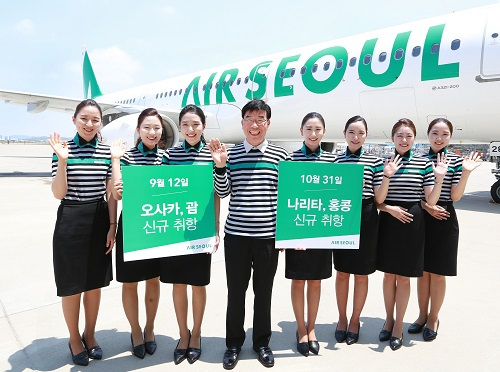 Air Seoul President & CEO Ryu Kwang-hee (fourth from left) poses with flight attendants promoting Air Seoul's new routes in front of an Air Seoul plane at Incheon Airport Thursday. (Air Seoul)
