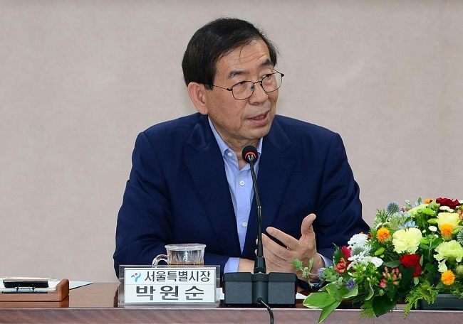 Seoul Mayor Park Won-soon speaks before signing a friendly exchange agreement with the county of Hongseong in South Chungcheong Province on June 22, 2017. (Yonhap)