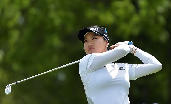 Ryu So-yeon hits her tee shot on the third hole during the second round of the Walmart NW Arkansas Championship Presented by P&G on June 24, 2017 in Rogers, Arkansas. (AFP-Yonhap)