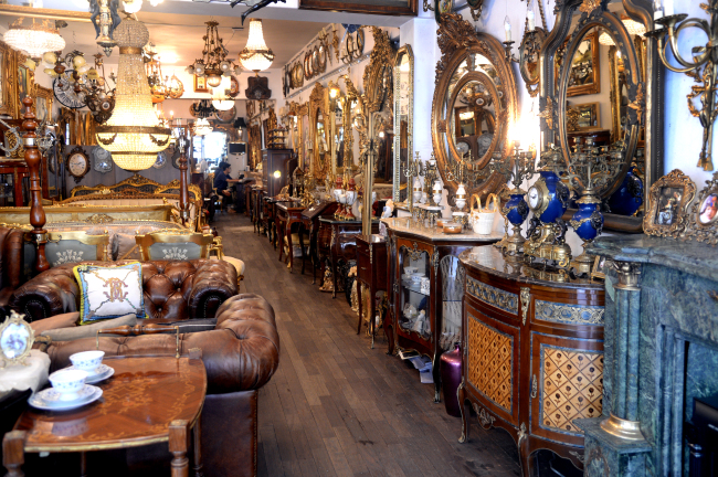 Antique furniture are displayed in a shop at Antique Furniture Street in  Itaewon-dong, Seoul, Friday. (Park Hyun-koo/The Korea Herald) - Seoul Saunter] Something Old, Something New, Something Exotic