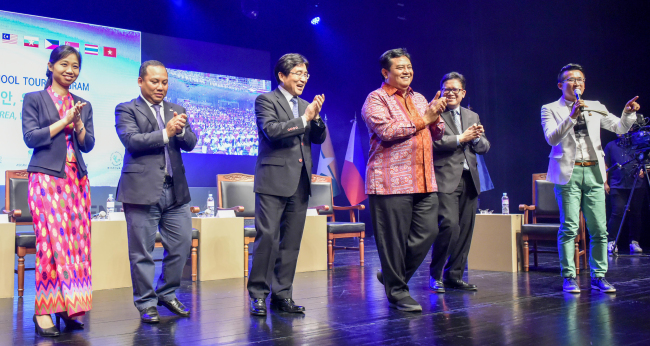 ASEAN ambassadors and diplomats and staff of the ASEAN-Korea Center in Seoul participate in the ASEAN School Tour at Ansan Arts Center on June 15 to raise awareness of the Association of Southeast Asian Nations among young Korean students. (ASEAN-Korea Center)