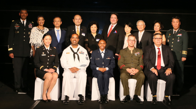 Military officers, soldiers, diplomats of the United States of America and the Republic of Korea and their spouses pose at the Korea America Friendship Night at Grand Hyatt Seoul on Wednesday. (Korea America Friendship Society)