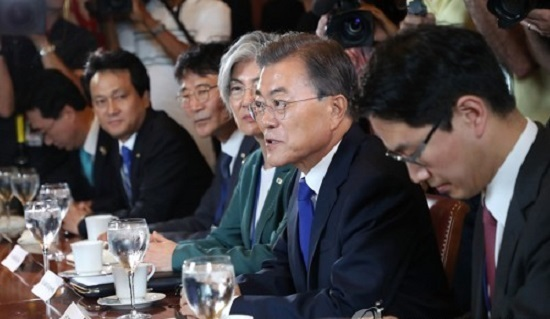 President Moon Jae-in (second from right) speaks during a meeting with US lawmakers in Washington DC on June 29, 2017. (Yonhap)