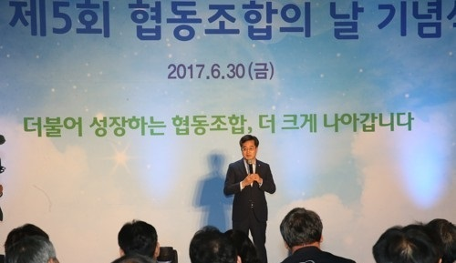 South Korea`s Finance Minister Kim Dong-yeon speaks at an event held in Goyang on the northern outskirts of Seoul on June 30, 2017. (Yonhap)