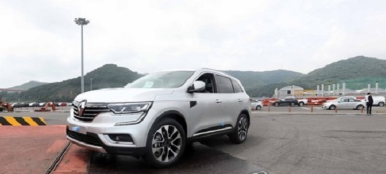 A QM6 SUV is getting ready to be shipped for sale in Europe at a port in Changwon, 398 kilometers southeast of Seoul on June 30, 2017. (Yonhap)