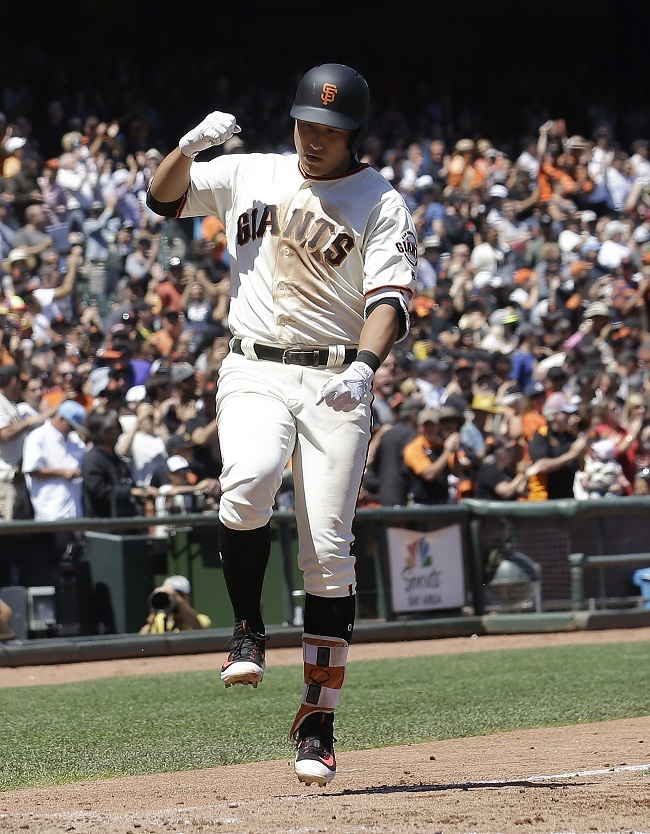 Hwang Jae-gyun celebrates after collecting his first major league hit, a home run. (Yonhap)
