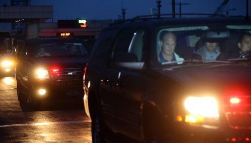 Former President Barack Obama`s motorcade leaving Gimpo Airport (Yonhap)