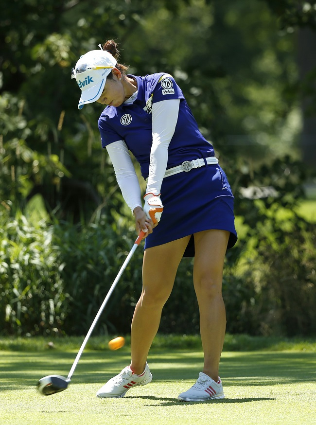 In this photo released by the Associated Press, South Korean golfer Chella Choi hits her tee shot on the fifth hole during the final round of the KPMG Women's PGA Championship at Olympia Fields Country Club in Olympia Fields, Illinois, on July 2, 2017. (Yonhap)