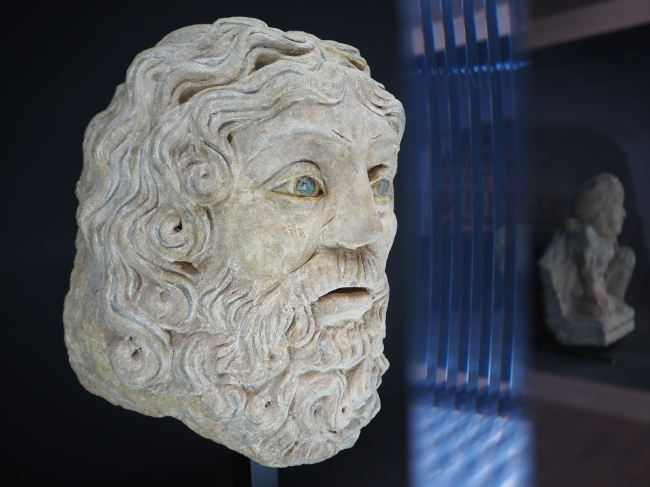 """Artefacts at the exhibition """"Alexander the Great meets Buddha"""" at Seoul Arts Center, which runs through Sept. 30. (Joel Lee/The Korea Herald)"""