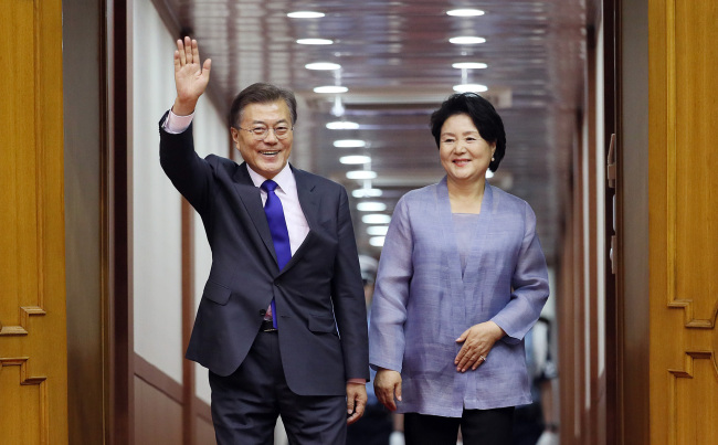 S. Korea pres., International Olympic Committee head discuss N. Korea participation at Pyeongchang