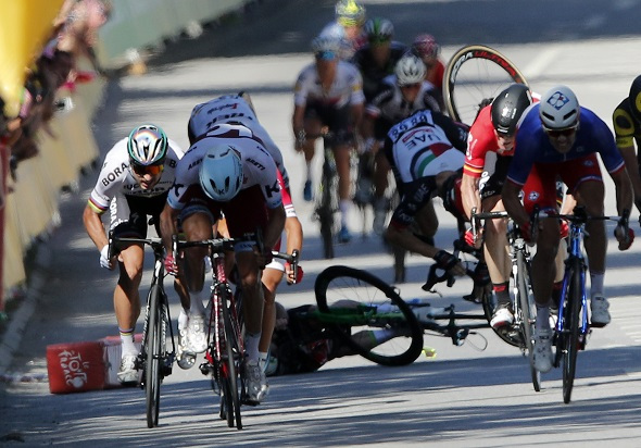 Renshaw's role changes as crash rules Cavendish out | Videos, photos