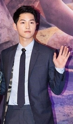 Song Joong-ki poses at a press conference in Seoul on Feb. 22, 2016. (KBS)
