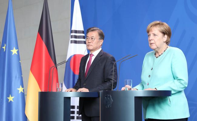 South Korea President Moon Jae-in and German Chancellor Angela Merkel. Yonhap