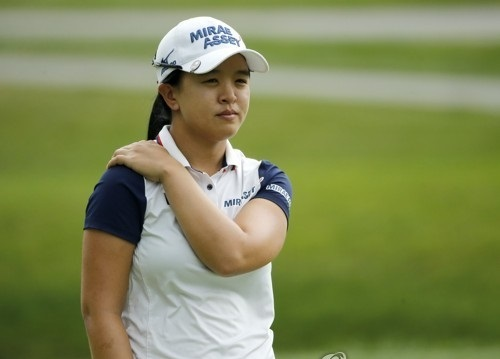 In this Associated Press file photo taken on June 30, 2017, Kim Sei-young of South Korea watches the ninth green during the second round of the KPMG Women's PGA Championship at Olympia Fields Country Club in Olympia Fields, Illinois. (Yonhap)