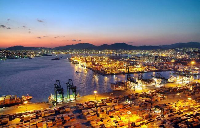 A panoramic view of a Busan port (Herald Business)