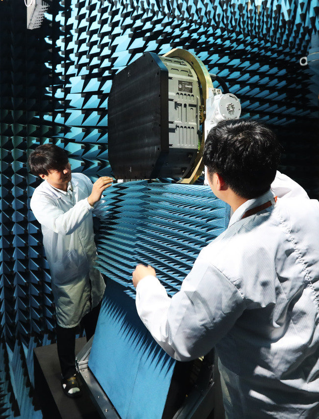 Active electronically scanned array radar system. Yonhap