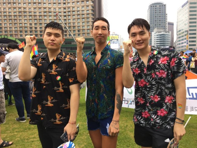 Moon Cheol-beom (center) and his friends pose for a photo at Seoul Plaza ahead of the pride parade in central Seoul on Saturday. (Ock Hyun-ju/The Korea Herald)