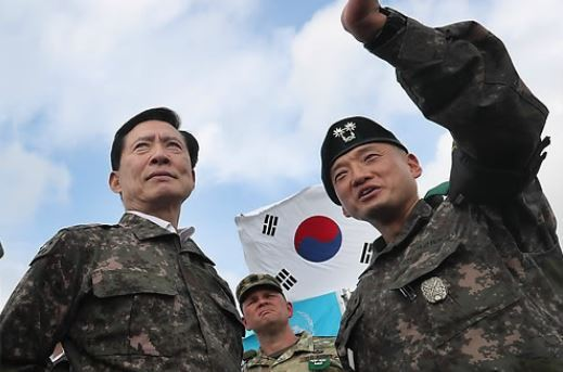 New Defense Minister Song Young-moo visits the Demilitarized Zone