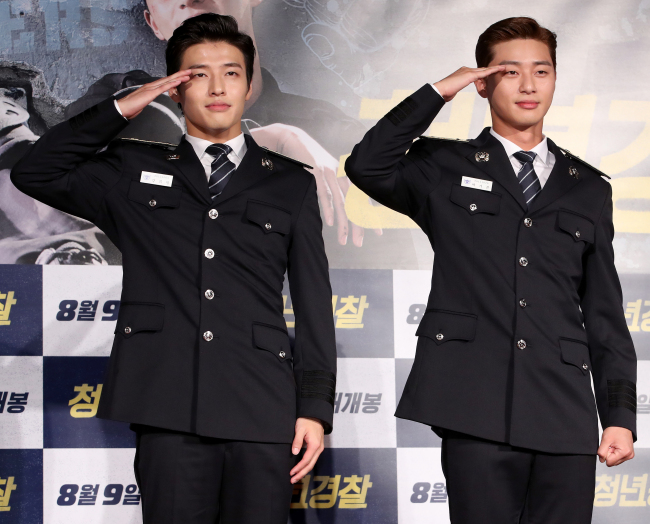 Kang Ha-neul (left) and Park Seo-joon meet with reporters, clad in police academy uniforms, at the Lotte Cinema in Gwangjin-gu, Seoul, Monday. (Yonhap)
