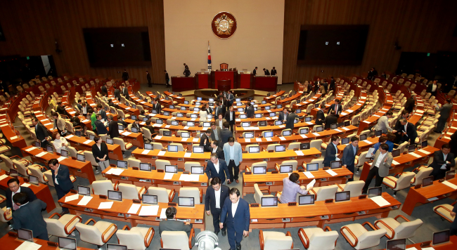 The plenary session goes into a temporary suspension at the National Assembly on Tuesday. It didn't resume until in the evening. (Yonhap)