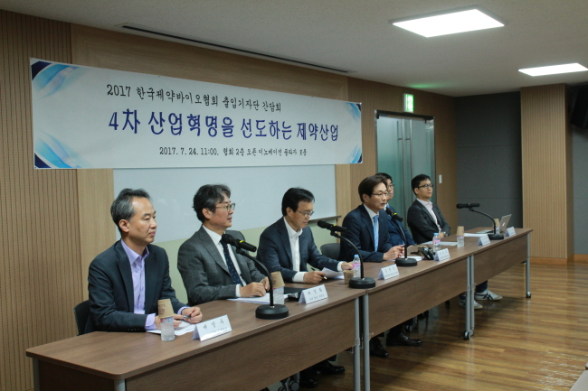 Officials from the Korea Pharmaceutical and Bio-pharma Manufacturers Association discuss its agenda for Korea's biopharma sector in a press conference held at the association's headquarters in Seoul, Monday. (KPBMA)
