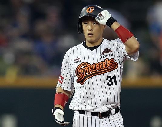 Current KBO hits leader, Lotte Giants right fielder Son Ah-seop. (Yonhap)