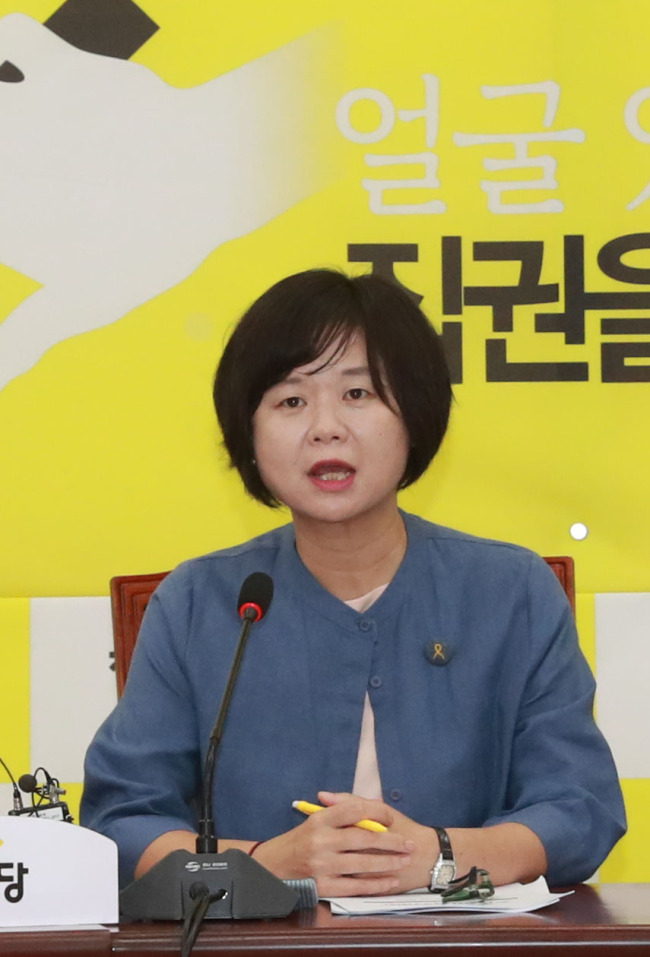 Justice Party chief Rep. Lee Jeong-mi speaks at a press conference at the National Assembly on Monday. (Yonhap)