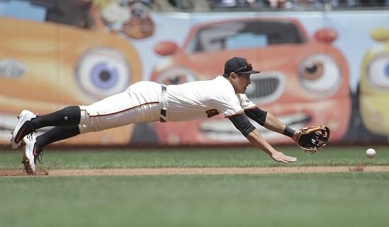 San Francisco Giants' third baseman Hwang Jae-gyun dives for a ground ball. (Yonhap)