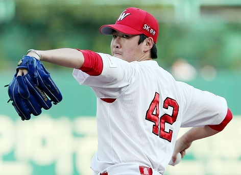 SK Wyverns pitcher Moon Seung-won delivers a pitch on July 12, 2017. (Yonhap)