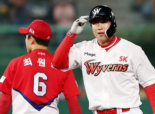 SK Wyverns right fielder Han Dong-min in a game on July 6, 2017. (Yonhap)