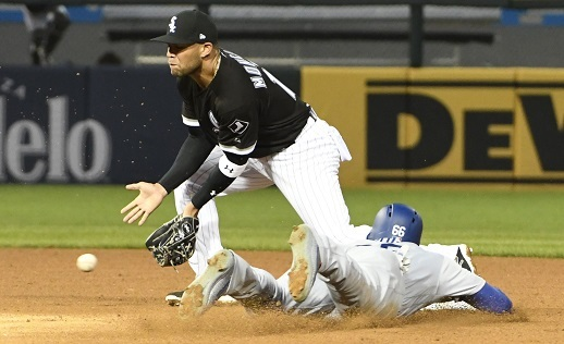 Second baseman Yoan Moncada (L), the Chicago White Sox's top prospect, was received in an off-season trade for ace Chris Sale. (Yonhap)