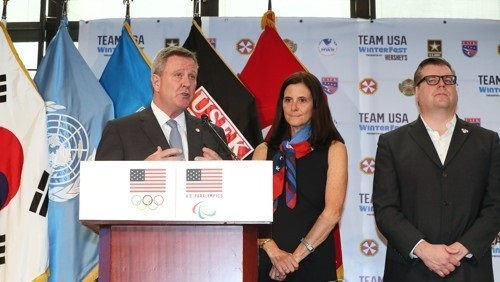 Scott Blackmun (L), CEO of the US Olympic Committee, holds a press briefing with Lisa Baird (C), the committee`s chief marketing officer, and Patrick Sandusky, its chief PR officer, at the U.S. Army Garrison Yongsan in Seoul on Aug. 1, 2017. (Yonhap)