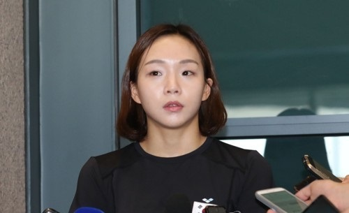 South Korean swimmer Kim Seo-yeong speaks to reporters at Incheon International Airport on Aug. 1, 2017. (Yonhap)